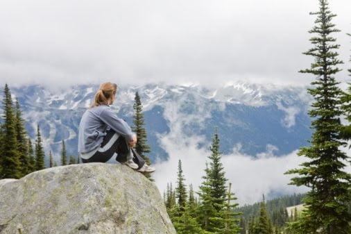 woman_sitting_on_mountain_top