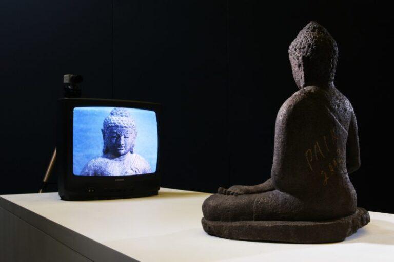 Nam-June-Paik-TV-Buddha-19742002-800x533